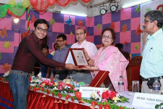 Recognition for Academic Excellence in MBA. Received from Prof. Dr Shahida Rafique, Chairman, Governing Body, IST.